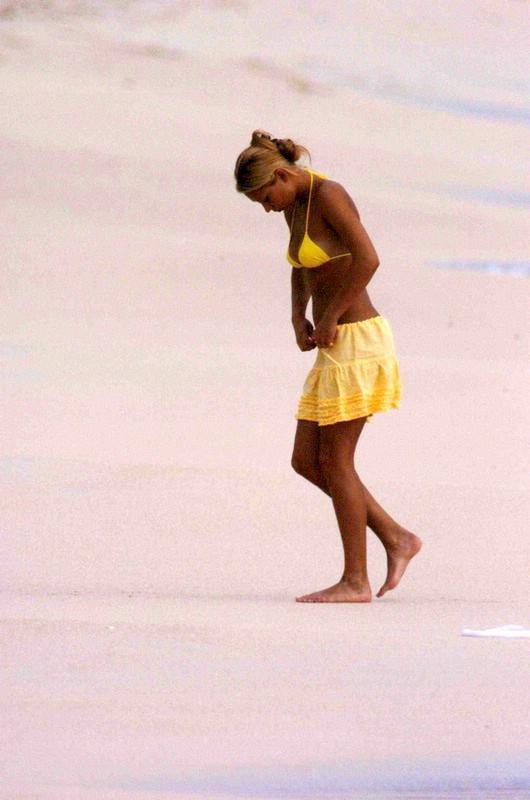 Kournikova and yellow bikini